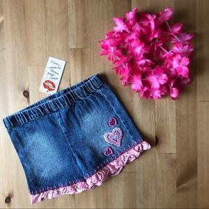 Lipstik NWT jean shorts with pink heart details